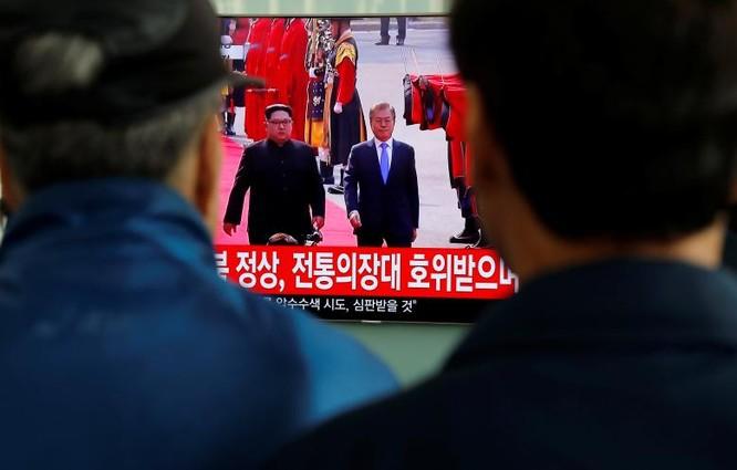 Toàn cảnh cuộc gặp lịch sử giữa Chủ tịch Triều Tiên Kim Jong Un và Tổng thống Hàn Quốc Moon Jae In ảnh 18
