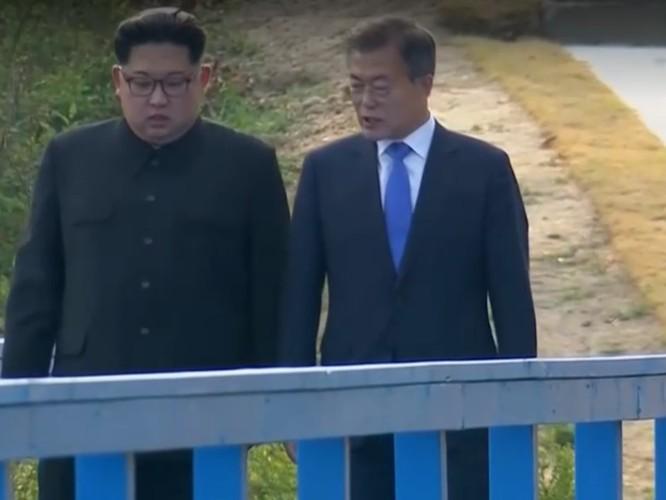 Toàn cảnh cuộc gặp lịch sử giữa Chủ tịch Triều Tiên Kim Jong Un và Tổng thống Hàn Quốc Moon Jae In ảnh 28