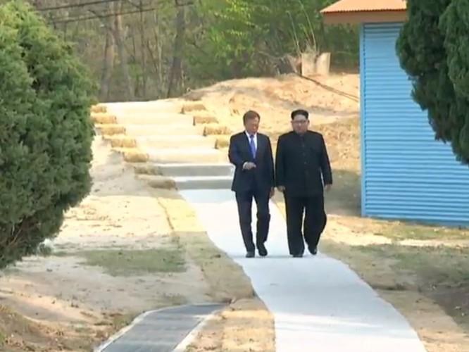 Toàn cảnh cuộc gặp lịch sử giữa Chủ tịch Triều Tiên Kim Jong Un và Tổng thống Hàn Quốc Moon Jae In ảnh 30