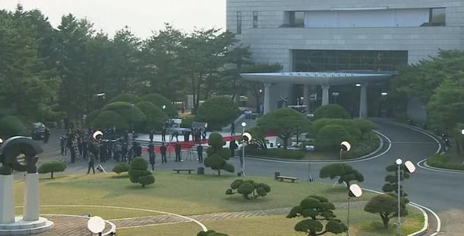 Toàn cảnh cuộc gặp lịch sử giữa Chủ tịch Triều Tiên Kim Jong Un và Tổng thống Hàn Quốc Moon Jae In ảnh 32