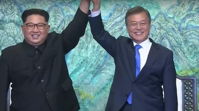 Toàn cảnh cuộc gặp lịch sử giữa Chủ tịch Triều Tiên Kim Jong Un và Tổng thống Hàn Quốc Moon Jae In ảnh 34
