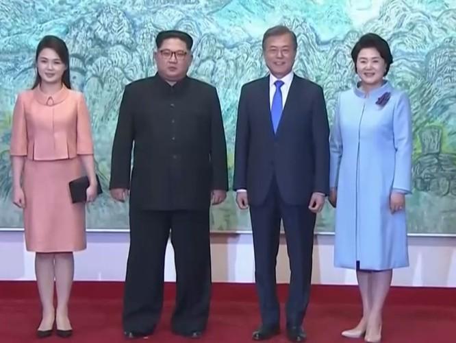 Toàn cảnh cuộc gặp lịch sử giữa Chủ tịch Triều Tiên Kim Jong Un và Tổng thống Hàn Quốc Moon Jae In ảnh 40