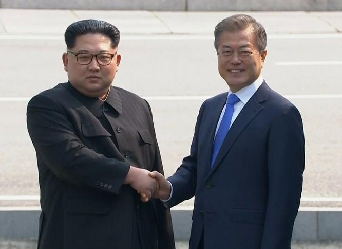 Toàn cảnh cuộc gặp lịch sử giữa Chủ tịch Triều Tiên Kim Jong Un và Tổng thống Hàn Quốc Moon Jae In ảnh 41