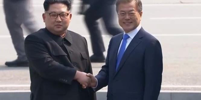 Toàn cảnh cuộc gặp lịch sử giữa Chủ tịch Triều Tiên Kim Jong Un và Tổng thống Hàn Quốc Moon Jae In ảnh 7