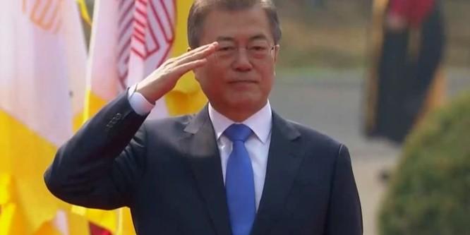 Toàn cảnh cuộc gặp lịch sử giữa Chủ tịch Triều Tiên Kim Jong Un và Tổng thống Hàn Quốc Moon Jae In ảnh 10