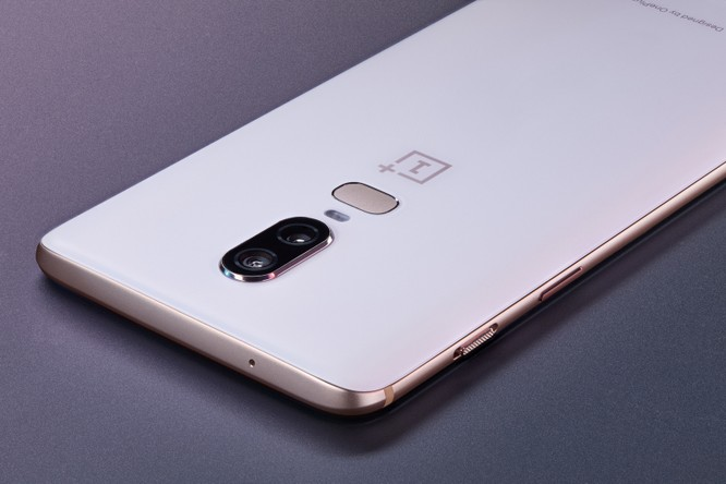 """Trên tay OnePlus 6, """"flagship killer"""" đến từ Trung Quốc ảnh 2"""