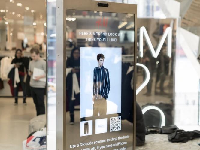 """Dùng """"gương thần"""" để mua sắm tại H&M và Zara, phụ nữ nào mà chả thích ảnh 1"""