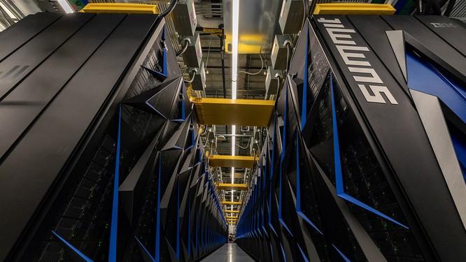 Chiêm ngưỡng siêu máy tính mạnh nhất thế giới có thể giải 200 triệu tỷ phương trình toán học mỗi giây ảnh 3