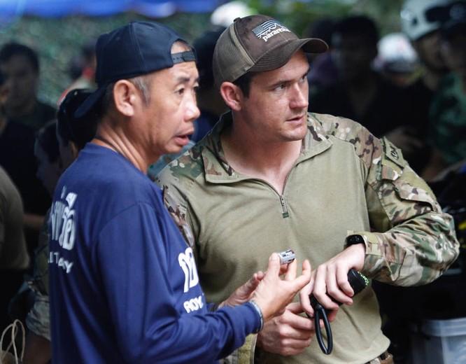 Chùm ảnh những nỗ lực đưa đội bóng thiếu niên Thái Lan ra ngoài hang động ngập lụt ở Chiang Rai ảnh 20