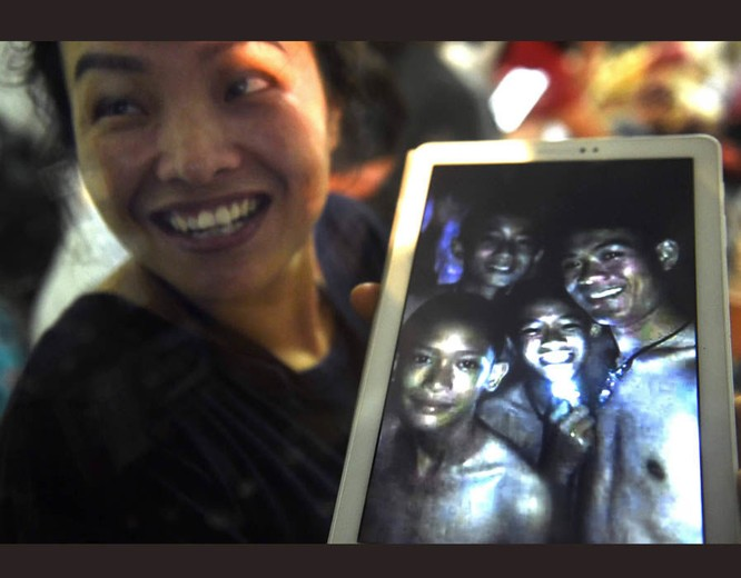 Chùm ảnh những nỗ lực đưa đội bóng thiếu niên Thái Lan ra ngoài hang động ngập lụt ở Chiang Rai ảnh 22