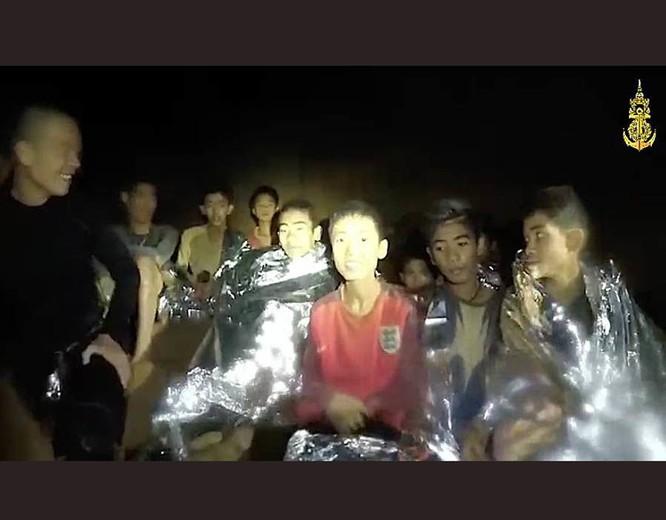 Cập nhật chiến dịch giải cứu đội bóng Thái Lan: 8 cậu bé đã được giải cứu ảnh 10