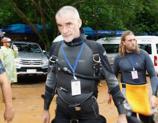 Chùm ảnh những nỗ lực đưa đội bóng thiếu niên Thái Lan ra ngoài hang động ngập lụt ở Chiang Rai ảnh 27