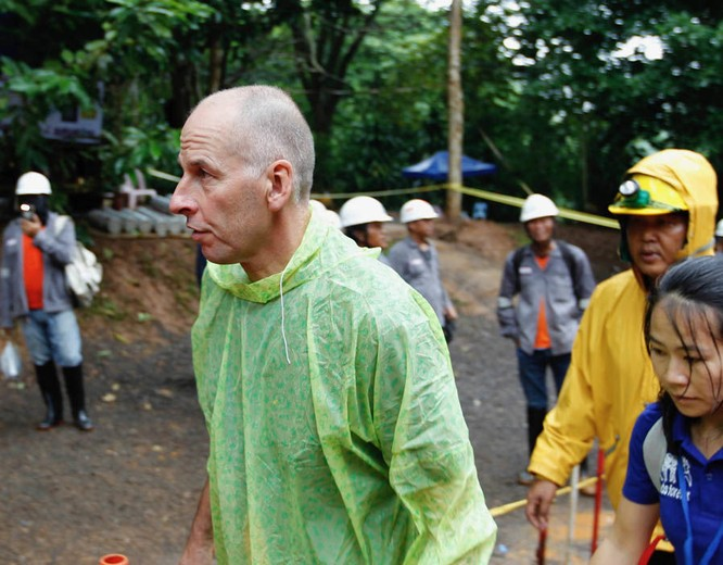 Chùm ảnh những nỗ lực đưa đội bóng thiếu niên Thái Lan ra ngoài hang động ngập lụt ở Chiang Rai ảnh 5