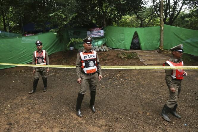 Cập nhật chiến dịch giải cứu đội bóng thiếu niên Thái Lan: 4 cậu bé đã được đưa ra ngoài ảnh 17
