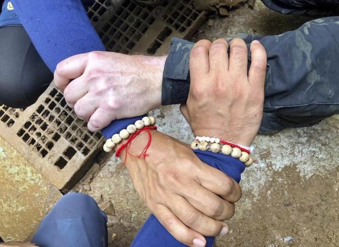 Cập nhật chiến dịch giải cứu đội bóng thiếu niên Thái Lan: 4 cậu bé đã được đưa ra ngoài ảnh 5