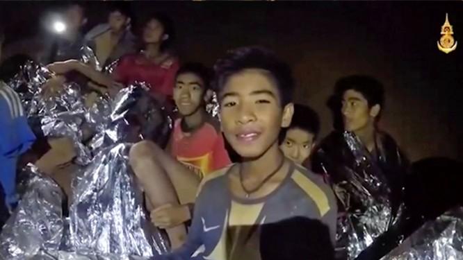 Cập nhật chiến dịch giải cứu đội bóng thiếu niên Thái Lan: 4 cậu bé đã được đưa ra ngoài ảnh 6