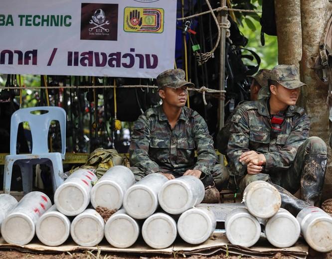 Cập nhật chiến dịch giải cứu đội bóng thiếu niên Thái Lan: 4 cậu bé đã được đưa ra ngoài ảnh 9