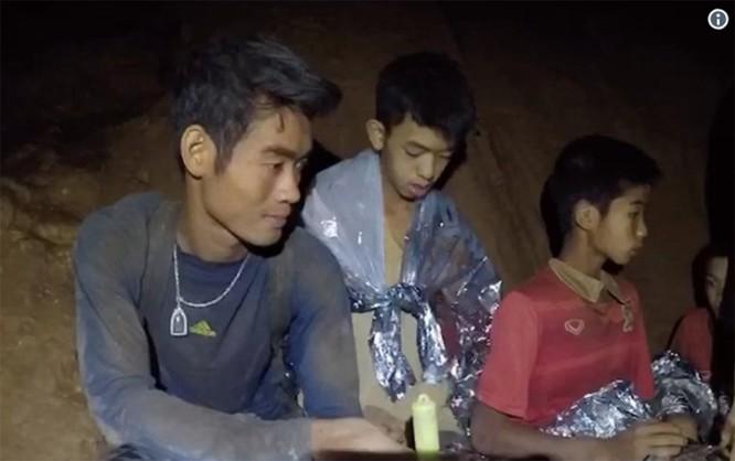 Cập nhật chiến dịch giải cứu đội bóng thiếu niên Thái Lan: 4 cậu bé đã được đưa ra ngoài ảnh 11