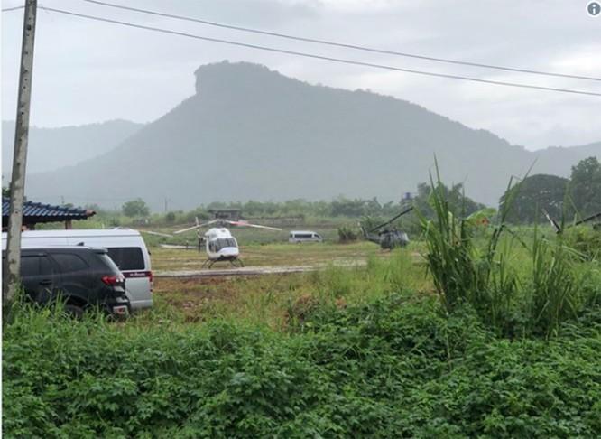 Chùm ảnh những nỗ lực đưa đội bóng thiếu niên Thái Lan ra ngoài hang động ngập lụt ở Chiang Rai ảnh 31
