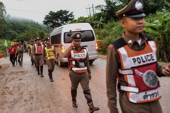 Cập nhật chiến dịch giải cứu đội bóng Thái Lan: 8 cậu bé đã được giải cứu ảnh 15