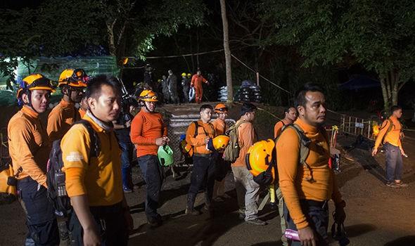 Cập nhật chiến dịch giải cứu đội bóng Thái Lan: 8 cậu bé đã được giải cứu ảnh 22