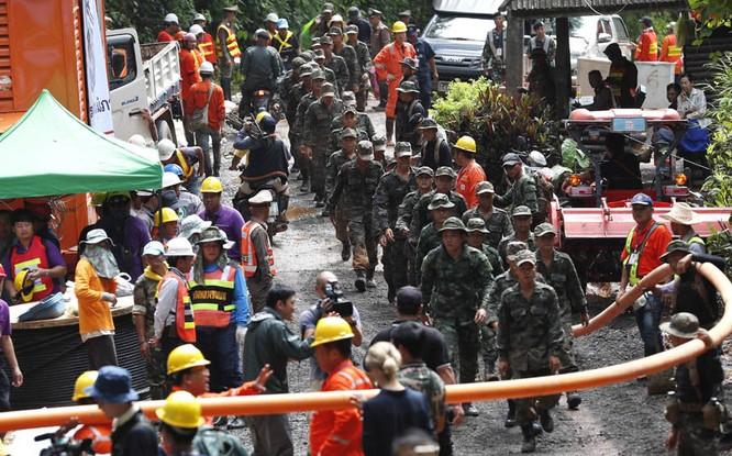 Cập nhật chiến dịch giải cứu đội bóng Thái Lan: 8 cậu bé đã được giải cứu ảnh 13