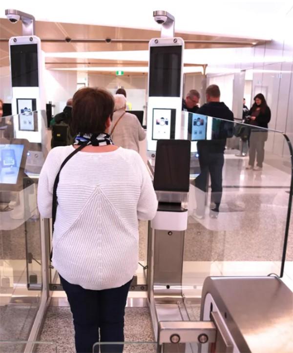 Đến với các sân bay hiện đại, nơi khuôn mặt của bạn là hộ chiếu ảnh 2