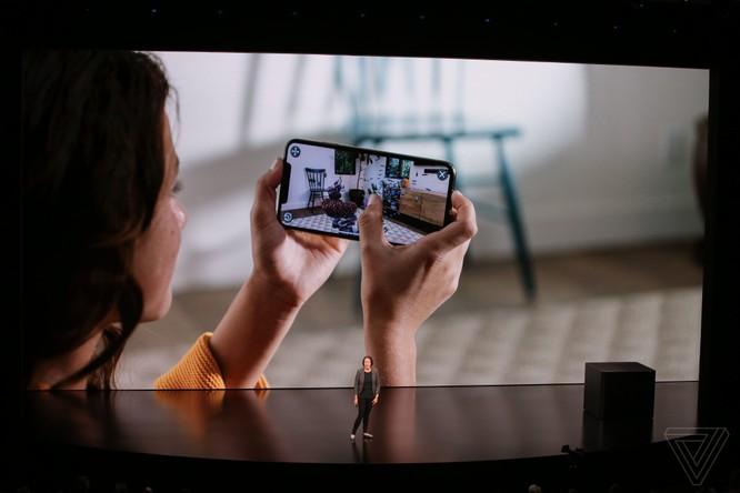 Bộ 3 iPhone 2018 đã ra mắt: không có nhiều khác biệt với tin đồn, nhiều màu sắc, giá khởi điểm từ 749 USD ảnh 42