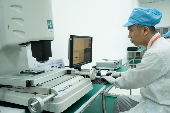 Chiêm ngưỡng hệ thống robot tại nhà máy sản xuất điện thoại VSmart ảnh 6