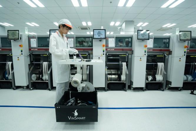Chiêm ngưỡng hệ thống robot tại nhà máy sản xuất điện thoại VSmart ảnh 7