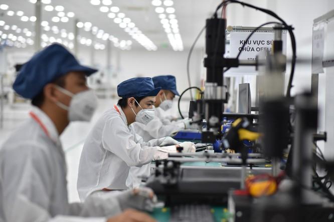 Chiêm ngưỡng hệ thống robot tại nhà máy sản xuất điện thoại VSmart ảnh 8