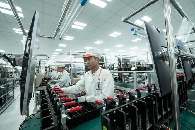 Chiêm ngưỡng hệ thống robot tại nhà máy sản xuất điện thoại VSmart ảnh 10