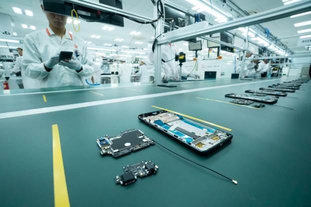 Chiêm ngưỡng hệ thống robot tại nhà máy sản xuất điện thoại VSmart ảnh 11