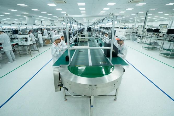 Chiêm ngưỡng hệ thống robot tại nhà máy sản xuất điện thoại VSmart ảnh 12