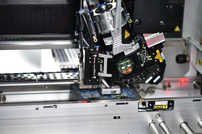 Chiêm ngưỡng hệ thống robot tại nhà máy sản xuất điện thoại VSmart ảnh 3
