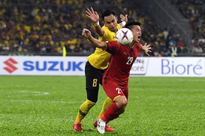 """Fox Sport chỉ ra 5 điểm nhấn trận Malaysia - Việt Nam: """"Đỗ Duy Mạnh đã không bị thẻ đỏ khi huých cùi trỏ vào Zaquan"""" ảnh 4"""
