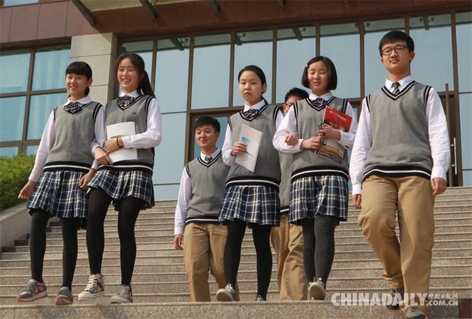 Trung Quốc gắn chip vào đồng phục học sinh để theo dõi ảnh 1