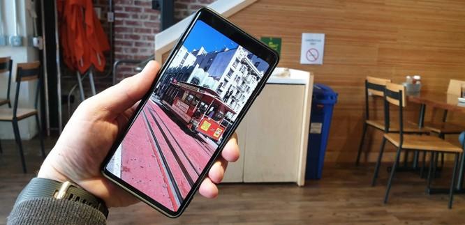 """Galaxy S10 """"có họ hàng"""" với Bphone 3? ảnh 2"""