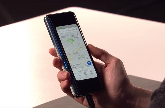 Điện thoại 2.000 USD Galaxy Fold của Samsung có một lỗ hổng kỳ quặc