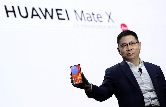 So sánh điện thoại gập của Samsung và Huawei: Mèo nào cắn mỉu nào? ảnh 9