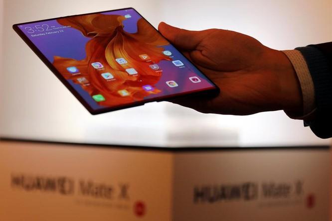 So sánh điện thoại gập của Samsung và Huawei: Mèo nào cắn mỉu nào? ảnh 4