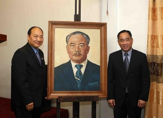 Bảo tàng Mỹ thuật Việt Nam bàn giao tác phẩm mỹ thuật sau tu sửa cho Bảo tàng Kaysone Phomvihane ảnh 1