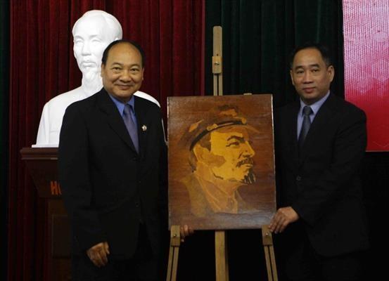 Bảo tàng Mỹ thuật Việt Nam bàn giao tác phẩm mỹ thuật sau tu sửa cho Bảo tàng Kaysone Phomvihane ảnh 6