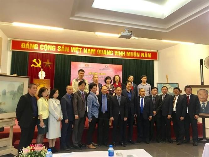 Bảo tàng Mỹ thuật Việt Nam bàn giao tác phẩm mỹ thuật sau tu sửa cho Bảo tàng Kaysone Phomvihane ảnh 7