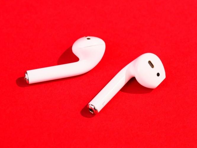 Đánh giá tai nghe không dây AirPods của Apple và Galaxy Buds của Samsung ảnh 1