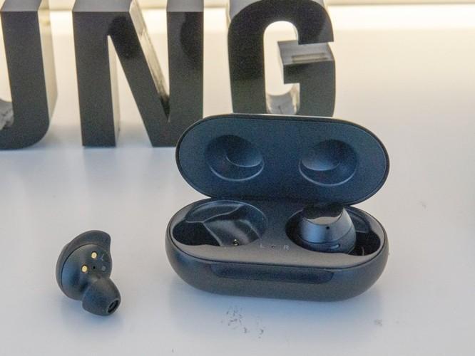 Đánh giá tai nghe không dây AirPods của Apple và Galaxy Buds của Samsung ảnh 4