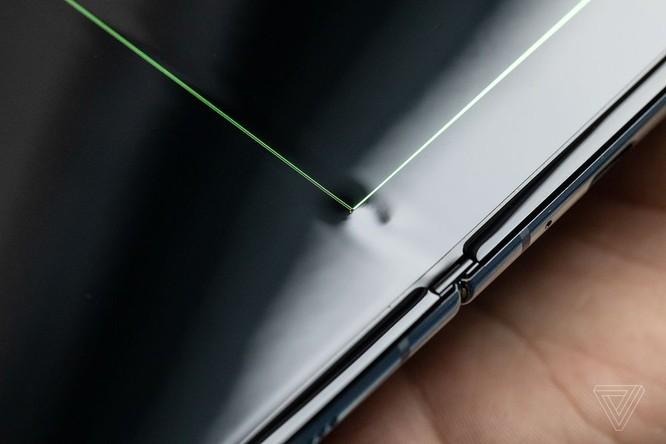 Một vài chiếc Galaxy Fold mới dùng 1 ngày đã hỏng tùm lum ảnh 7