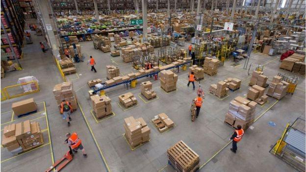 Công nhân của Amazon phải đi vệ sinh vào trong chai nước ảnh 1
