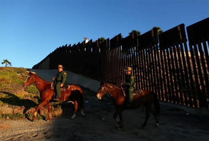 """Bài 2: Đã chi hàng núi tiền vào người nhập cư, vì sao chính quyền Bush, Clinton, Obama và cả Trump vẫn """"rối như tơ vò""""? ảnh 5"""