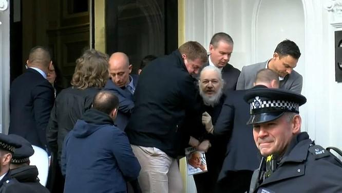 Ông chủ WikiLeaks nhận thêm 17 cáo buộc, đối mặt án tù cực dài ảnh 1
